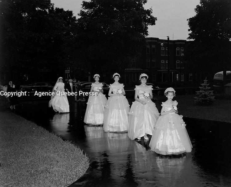 Mariage catholique, 8 Novembre 1952, filles d'honneurs<br /> <br /> PHOTO :  Agence Quebec Presse