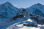 CHE, Schweiz, Kanton Bern, Berner Oberland, Grindelwald: Maennlichen Bergstation mit Moench (4.107 m), Jungfraujoch, Tschuggen (2.520 m), Lauberhorn (2.473 m) und Jungfrau (4.158 m)   CHE, Switzerland, Canton Bern, Bernese Oberland, Grindelwald: Maennlichen top station with Moench (4.107 m), Jungfraujoch, Tschuggen (2.520 m), Lauberhorn (2.473 m) + Jungfrau (4.158 m) mountains