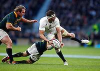 Photo: Richard Lane/Richard Lane Photography. England v South Africa. QBE Autumn International. 15/11/2014. England's Tom Wood offloads in the tackle.