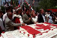FILE -  Paul Martin et le Docteur Singh a la fete du canada, le 1er juillet 1993<br /> <br /> <br /> PHOTO  :  Agence Quebec Presse