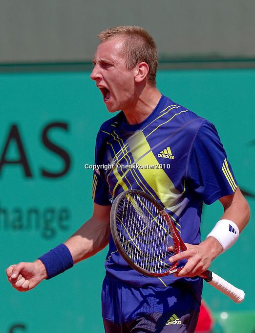 23-05-10, Tennis, France, Paris, Roland Garros, First round match, Thiemo de Bakker in jubilation after winning