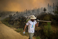 A man work to put out a wildfire in Tabuyo del Monte near Leon on August 20, 2012. Numerous wildfires have broken out across Spain in the sweltering heat in recent weeks, an extra headache for authorities struggling to get the country out of its financial crisis and recession. © Pedro ARMESTRE