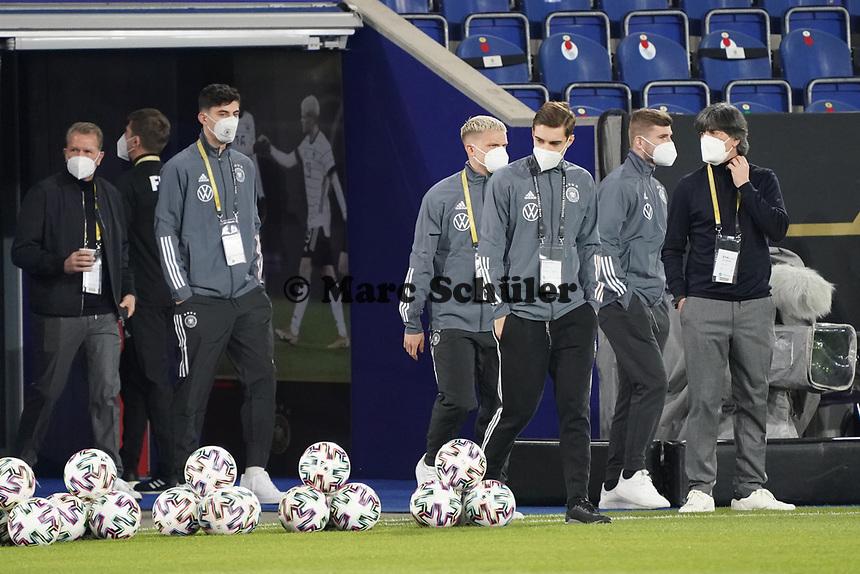 Spieler und Bundestrainer Joachim Loew (Deutschland Germany) kommen an - 25.03.2021: WM-Qualifikationsspiel Deutschland gegen Island, Schauinsland Arena Duisburg