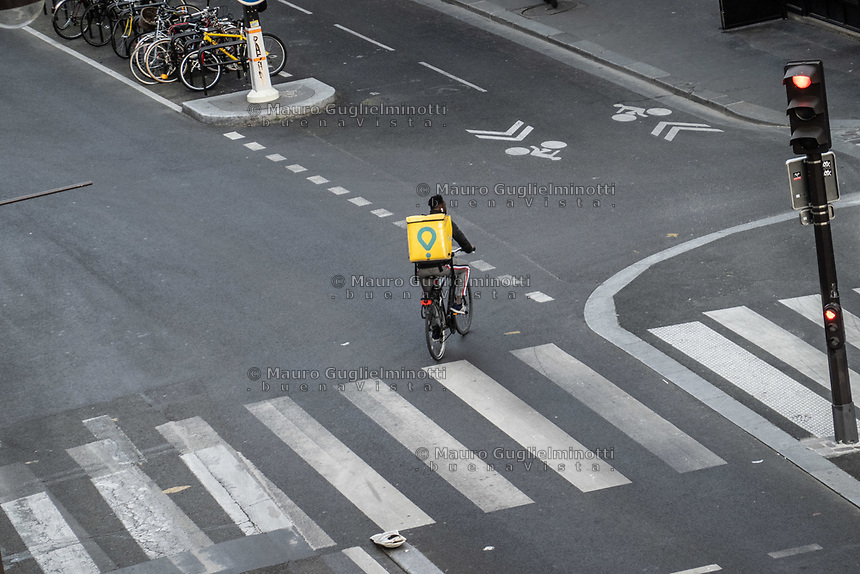 food delivery in Paris during coronavirus time