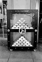 Switzerland. Canton Geneva. Geneva. A fake bank portable safe full of chocolate golden bars on the pavement outside a souvenirsl shop. © 2007 Didier Ruef