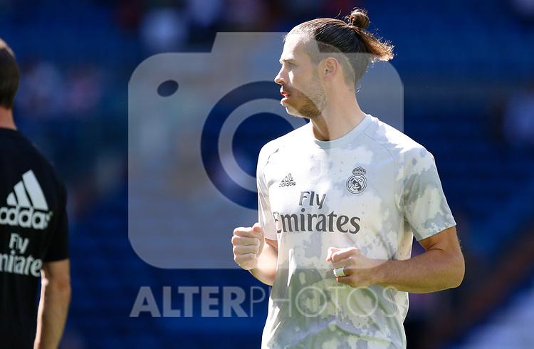 Real Madrid CF's Gareth Bale warms up before the Spanish La Liga match round 8 between Real Madrid and Granada CF at Santiago Bernabeu Stadium in Madrid, Spain