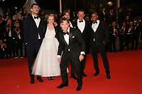 CLAES BANG, ELISABETH MOSS, DIRECTOR RUBEN OSTLUND, DOMINIC WEST AND GUEST LOOKING AT TERRY NOTARY - RED CARPET OF THE FILM 'THE SQUARE' AT THE 70TH FESTIVAL OF CANNES 2017