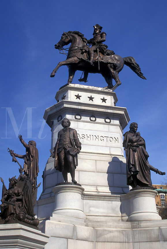 Richmond, VA, Virginia, Washington Monument the Crawford equestrian statue surrounded by figures of Thomas Jefferson, Patrick Henry, John Marshall, Andrew Lewis, and General Thomas Nelson Jr. on Capitol Square in Richmond.