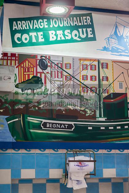 France, Pyrénées-Atlantiques (64), Pays-Basque, Saint-Jean-de-Luz : Halles municipales, la poissonnerie // France, Pyrenees Atlantiques, Basque Country, Saint Jean de Luz: Municipal halls, the fish store