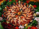 Spanien, Kanarische Inseln, Fuerteventura, Paella, einheimisches Gericht garniert mit Shrimps   Spain, Canary Island, Fuerteventura, Paella, local food garnished with shrimps
