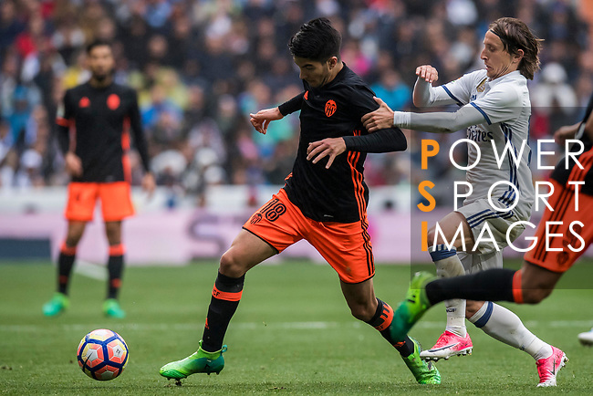 Carlos Soler Barragan (l) of Valencia CF competes for the ball with Luka Modric of Real Madrid during their La Liga match between Real Madrid and Valencia CF at the Santiago Bernabeu Stadium on 29 April 2017 in Madrid, Spain. Photo by Diego Gonzalez Souto / Power Sport Images
