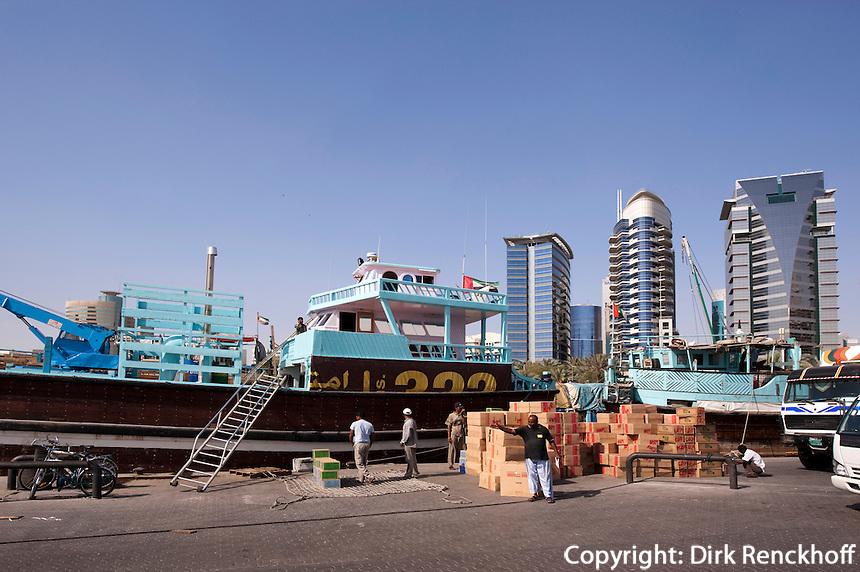 Vereinigte arabische Emirate (VAE), Dubai, Dhau-Hafen (Dhow Wharf) am Creek