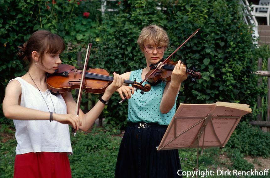 Deutschland, Thüringen, Goethes Gartenhaus in Weimar, Unesco-Weltkulturerbe, Musikstudenten