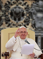 Papa Francesco tiene l'udienza generale del mercoledi' in Piazza San Pietro, Citta' del Vaticano, 9 aprile 2014.<br /> Pope Francis attends his weekly general audience in St. Peter's Square at the Vatican, 9 April 2014.<br /> UPDATE IMAGES PRESS/Isabella Bonotto<br /> <br /> STRICTLY ONLY FOR EDITORIAL USE