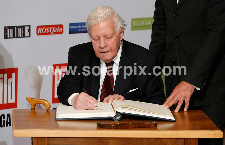 **ALL ROUND PICTURES FROM SOLARPIX.COM**.**SYNDICATION RIGHTS FOR UK AND SPAIN ONLY**.The German newspaper 'Bild' allocates media award Osgar since 1994 people who worked for peace and freedom and for the coalescence of Germany..This pic:Former German chancellor Helmut Schmidt .JOB REF:6715-CPR/Sebastian Willnow  DATE:24_06_08.**MUST CREDIT SOLARPIX.COM OR DOUBLE FEE WILL BE CHARGED* *UNDER NO CIRCUMSTANCES IS THIS IMAGE TO BE REPRODUCED FOR ANY ONLINE EDITION WITHOUT PRIOR PERMISSION*