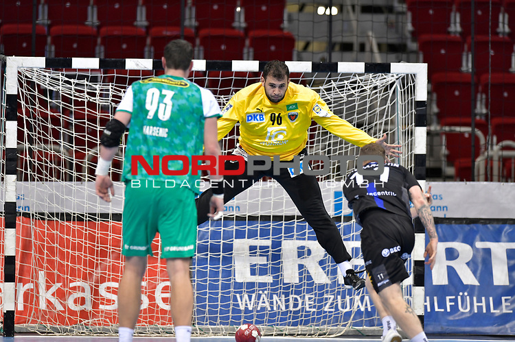 21.11.2020, Duesseldorf, ISS Dome, GER, 1.Liqui Moly HBL,  BHC06 vs. Fuechse Berlin<br /><br />1.Liqui Moly HBL  regulations prohibit any use of photographs as image sequences and/or quasi-video<br />im Bild Arnor Thor Gunnarsson ( BHC #11 ) gegen Dekan Milosavljev ( Fuechse Berlin #96 ).<br /><br />Foto © nordphoto / freund *** Local Caption ***