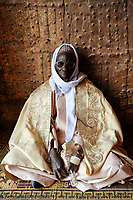 NIGER , Zinder, palace of Sultan von DAMAGARAM<br /> El Hadji ABOUBACAR OUMAROU SANDA , portraiture of unknown man at the entrance