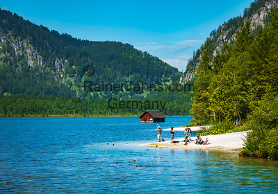 Oesterreich, Oberoesterreich, Salzkammergut, bei Gruenau im Almtal: Naturschutzgebiet Almsee in Grünau mit Strand und Fischerhuette  | Austria, Upper Austria, Salzkammergut, near Gruenau im Almtal: nature reserve lake Almsee, loop hiking trail with beach and fisherman's hut
