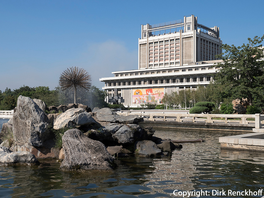 Kunstpalast und Mansudae-Brunnenpark in Pyongyang, Nordkorea, Asien<br /> artpalace and Mansudae fountain-park, Pyongyang,, North Korea, Asia