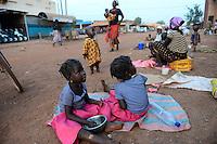 BURKINA FASO , Koudougou, twin children at grand mosque / Zwillingskinder an der Grossen Moschee