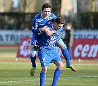 FC Knokke - OMS Ingelmunster : Jorgo Waeghe (r) viert zijn doelpunt met Gert Van Walle op z'n rug<br /> Foto VDB / Bart Vandenbroucke