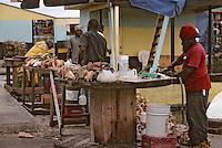 Iles Bahamas / New Providence et Paradise Island / Nassau: détail d'un étal de conques au Marché de Potter's Cay sous le pont de Paradise Island -produit emblématique de la cuisine bahamienne