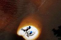 """Manaus AM 19-06-2009 - Uma das maiores praias de Manaus durante a cheia de 2009. A Praia Dourada, famosa  por sua extensao se restrigiu a uma pequena faixa de areia. A série """"Uma certa Amazônia"""" realizada durante a primeira década do século  21, quando os eventos extremos de cheia e vazante na Amazônia revelaram que algo de muito errado está acontecendo com o clima do planeta. Mudanças cada vez mais drásticas no regime das águas da bacia dos rios Negro e Solimões provocaram impactos como a fome, sede, doenças e mortandade de animais. O cotidiano das populações tradicionais e a paisagem amazônica mudaram definitivamente. Uma situação de extremos, onde as vazantes estão, a cada ano, se transformando em catástrofes e as cheias mostrando-se cada vez mais trágicas. Este cenário que a cada vez mais perde áreas de florestas para o agronégocio, principalmente  as plantações de soja e milho, assim como a criação de gado, além da pressão sofrida pela industria madereira em áreas de preservação permanente e também em terras indígenas, além  da exploração mineral e a ameaça pelas grandes obras de infra-estrutura do governo brasileiro fazem da Amazônia um dos ecossistemas mais frágeis perante a ação do homem."""