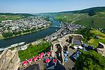 Deutschland, Rheinland-Pfalz, Moseltal, Bernkastel-Kues: Blick von der Burg Landshut auf die Stadtteile Kues und Bernkastel | Germany, Rhineland-Palatinate, Moselle Valley, Bernkastel-Kues at river Moselle: view from Castle Landshut