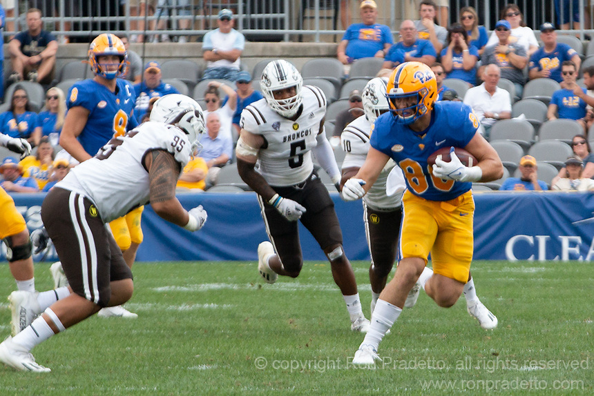 Pitt tight end Gavin Bartholomew (86) is pursued by WMU defenders Andre Carter (5) and Kainoa Fuiava (95). The Western Michigan University Broncos defeated the Pitt Panthers 44-41 at Heinz Field, Pittsburgh, Pennsylvania on September 18, 2021.