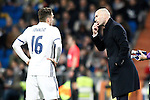 Real Madrid's coach Zinedine Zidane (r) and Mateo Kovacic during La Liga match. March 1,2017. (ALTERPHOTOS/Acero)