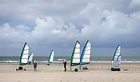 Nederland -  Velsen - 2019.    Blokarten op het strand.  Foto mag niet in negatieve / schadelijke context worden gepubliceerd. Foto Berlinda van Dam / Hollandse Hoogte