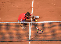 Paris, France, 29 May, 2017, Tennis, French Open, Roland Garros, Benoit Paire (FRA) falls<br /> Photo: Henk Koster/tennisimages.com