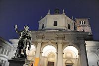 - Milan, Basilica of San Lorenzo and the statue of Emperor Constantine....- Milano, basilica di San Lorenzo e statua di Costantino Imperatore