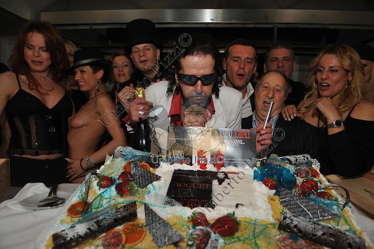 MASSIMO MARINO SOFFIA LE CANDELINE<br /> CINQUANTESIMO COMPLEANNO DI MASSIMO MARINO<br /> MOMO REPUBLIC ROMA 2010