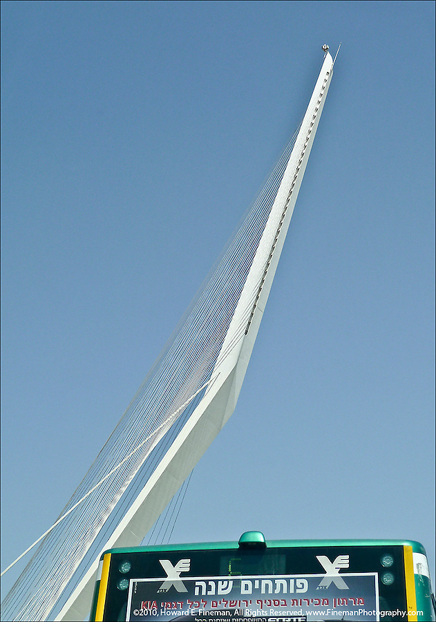 Cable-stayed bridge for new intra-city light rail in Jerusalem