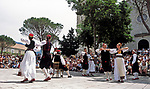 Kroatien, Dalmatien, Cilipi: Folkloregruppe in Konavle-Trachten | Croatia, Dalmatia, Cilipi: traditional dance + music in Konavle folklore dresses
