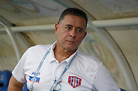 SANTA MARTA - COLOMBIA, 10-08-2019: Pedro Sarmiento técnico de Unión gesticula durante el partido por la fecha 5 de la Liga Águila II 2019 entre Unión Magdalena y Deportivo Cali jugado en el estadio Sierra Nevada de la ciudad de Santa Marta. / Pedro Sarmiento coach of Union gestures during match for the date 5 as part Aguila League II 2019 between Union Magdalena and Deportivo Cali played at Sierra Nevada stadium in Santa Marta city. Photo: VizzorImage / Gustavo Pacheco / Cont