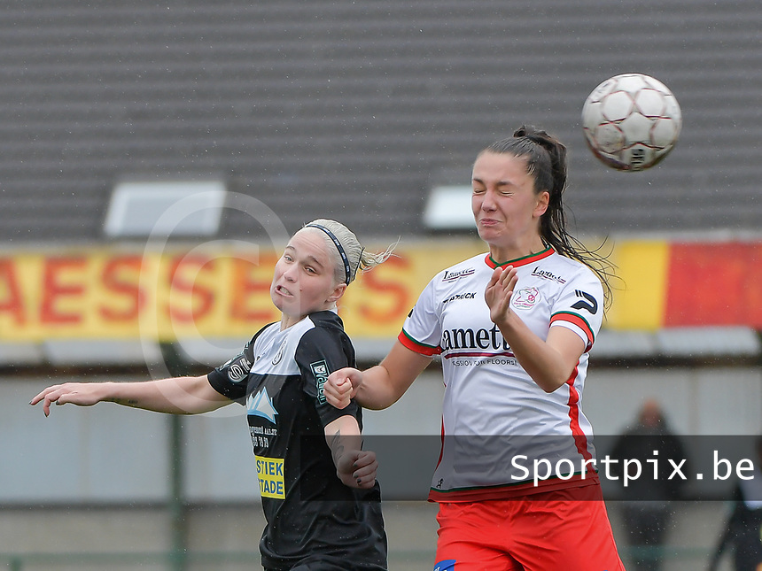 Stephanie Van Gils (27) of Eendracht Aalst  and Romy Camps (3) of Zulte-Waregem battle for the high ball during a female soccer game between SV Zulte - Waregem and Eendracht Aalst on the 9 th matchday in play off 2 of the 2020 - 2021 season of Belgian Scooore Womens Super League , saturday 22 nd of May 2021  in Zulte , Belgium . PHOTO SPORTPIX.BE | SPP | DIRK VUYLSTEKE