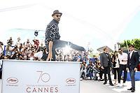 JR en photocall pour le film VISAGES, VILLAGES hors competition lors du soixante-dixiËme (70Ëme) Festival du Film ‡ Cannes, Palais des Festivals et des Congres, Cannes, Sud de la France, vendredi 19 mai 2017. Philippe FARJON / VISUAL Press Agency