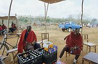 TANZANIA Handeni, Massai nomads at cattle market in beer bar / TANSANIA Handeni, Massai Maenner auf einem Tiermarkt in einer Bierbar