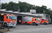 Fahrzeuge der Feuerwehr Walldorf stehen im Hof - Moerfelden-Walldorf 14.08.2020: Aufräumarbeiten bei der Feuerwehr Walldorf nach dem großen Waldbrand nahe dem Frankfurter Flughafen, emonline