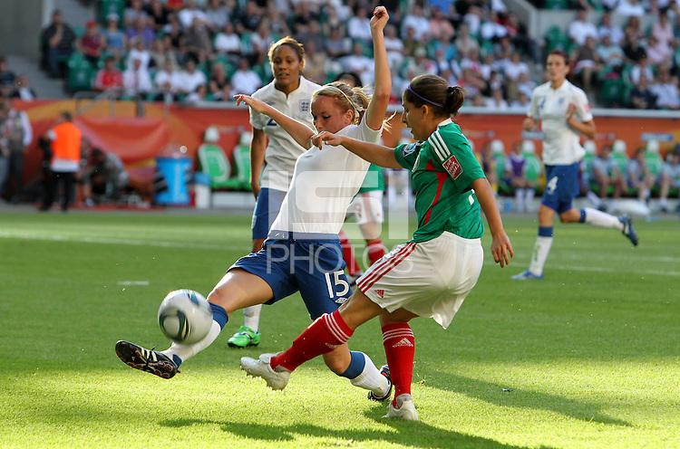 Wolfsburg , 270611 , FIFA / Frauen Weltmeisterschaft 2011 / Womens Worldcup 2011 , Gruppe B  ,  .England - Mexico .Sophie Bradley (England) gegen Teresa Noyola (Mexico) .Foto:Karina Hessland .