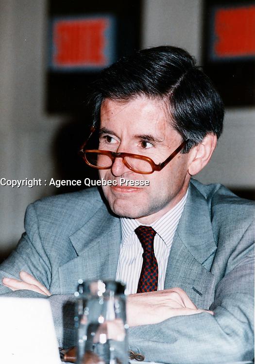 Montreal (Qc) CANADA - File Photo -<br /> Alain Minc<br /> mai 1998<br /> <br /> PHOTO :  Agence Quebec Presse