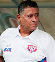 SANTA MARTA-COLOMBIA, 14-09-2019: Pedro Sarmiento, técnico de Unión Magdalena, durante partido entre Unión Magdalena y Deportes Tolima, de la fecha 11 por la Liga Águila II 2019, jugado en el estadio Sierra Nevada de la ciudad de Santa Marta. / Pedro Sarmiento, coach of Union Magdalena during a match between Union Magdalena and Deportes Tolima, of the 11th date for the Aguila Leguaje II 2019 played at the Sierra Nevada Stadium in Santa Marta city. Photo: VizzorImage / Gustavo Pacheco / Cont.