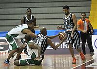 BOGOTA - COLOMBIA: 07-05-2013: Fuentes  (2Der.) y Restrepo (Der.) de Piratas de Bogotá, disputan el balón con Garcia (Izq.) y Egwuatc (2Izq.) de  Aguilas de Tunja mayo  7 de 2013. Piratas y Aguilas de Tunja disputaron partido de la fecha 12 de la fase II de la Liga Directv Profesional de baloncesto en partido jugado en el Coliseo El Salitre. (Foto: VizzorImage / Luis Ramirez / Staff). Fuentes (2R.) and Restrepo (R) of Pirates from Bogota dispute the ball with Garcia (L) and Egwuatc (2L) of Aguilas from Tunja May 7, 2013. Piratas and Aguilas de Tunja disputed a match for the 12 date of the Fase II of the League of Professional Directv basketball game at the Coliseo El Salitre. (Photo. VizzorImage / Luis Ramirez / Staff)