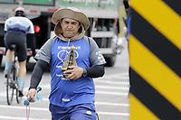 Valinhos (SP), 10/10/2020 - Romeiros - Movimentacao de romeiros neste sabado (10) na Rodovia Dom Pedro proximo a cida de Valinhos, em direcao a cidade de Aparecida, no interior de Sao Paulo. (Foto: Denny Cesare/Codigo 19/Codigo 19)
