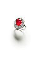 BNPS.co.uk (01202 558833)<br /> Pic: ChiswickAuctions/BNPS<br /> <br /> A huge ruby ring has sold at auction for almost £500,000 - more than 18 times it's estimate.<br /> <br /> The precious band had a blood-red gemstone of a 10.51 carat weight, which is almost unheard of.  <br /> <br /> The ring had been expected to fetch around £25,000 but bidding took off and it was eventually bought by an international telephone bidder for £462,500.