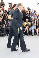 Mathieu KASSOVITZ accompagne Jean-Louis TRINTIGNANT en photocall pour le film HAPPY END lors du soixante-dixième (70ème) Festival du Film à Cannes, Palais des Festivals et des Congres, Cannes, Sud de la France, lundi 22 mai 2017. Philippe FARJON / VISUAL Press Agency