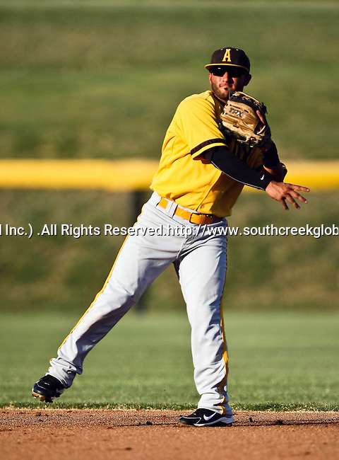 Amarillo Sox Infielder Adam De La Garza (10) in action during the American Association of Independant Professional Baseball game between the Amarillo Sox and the Fort Worth Cats at the historic LaGrave Baseball Field in Fort Worth, Tx. Fort Worth defeats Amarillo 5 to 3.