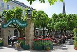 Oesterreich, Oberoesterreich, Linz: Kulturhauptstadt Europas 2009 - Biergarten in der Altstadt   Austria, Upper Austria, Linz: European capital of culture 2009 - Beer Garden at Old Town district